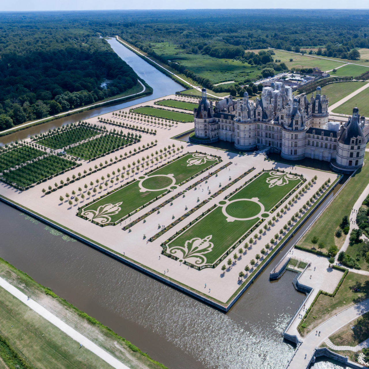https://www.dronemagister.com/wp-content/uploads/2018/11/Chambord-1280x1280.jpg